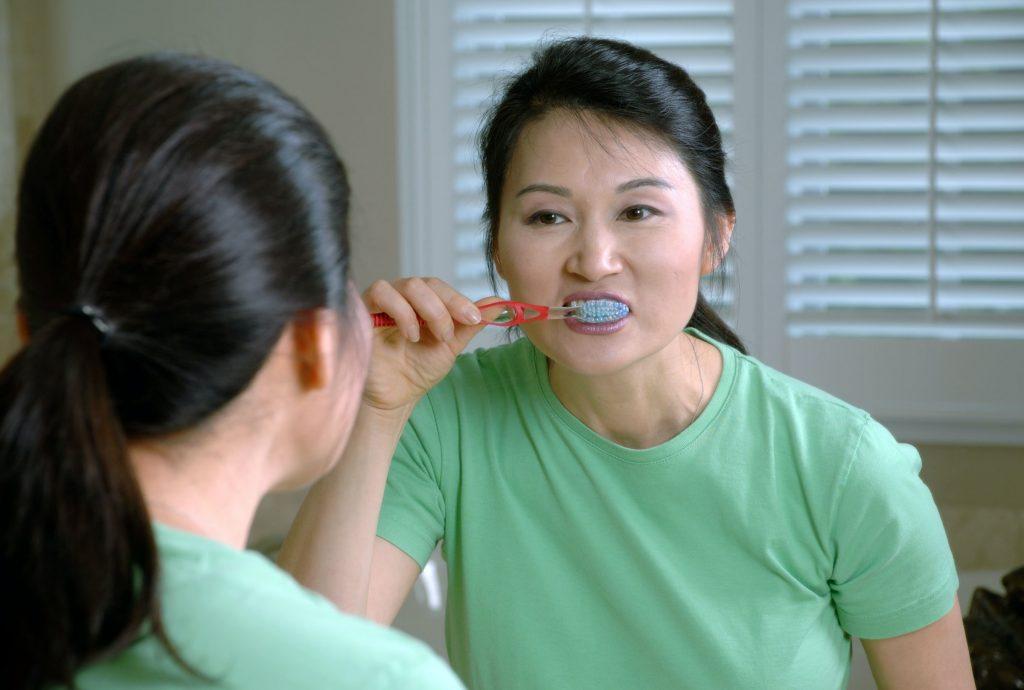 Los malos hábitos de higiene provocan tener infecciones en las encías