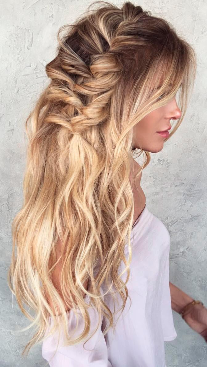 Peinados con cabello suelto para damas de honor