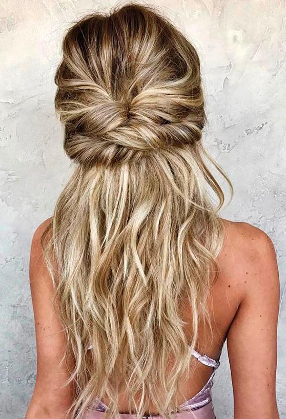 Peinados suelto con media cola
