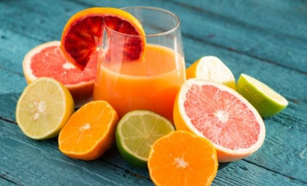 Evita los jugos cítricos y refrescos - alimentos prohibidos para la gastritis