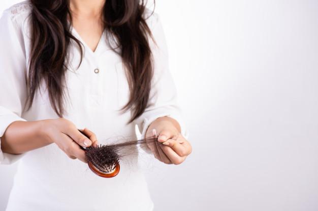 El café colado con aloe vera estimula el crecimiento del cabello y evita su caída