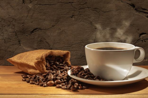 El café colado oxigena el cuero cabelludo