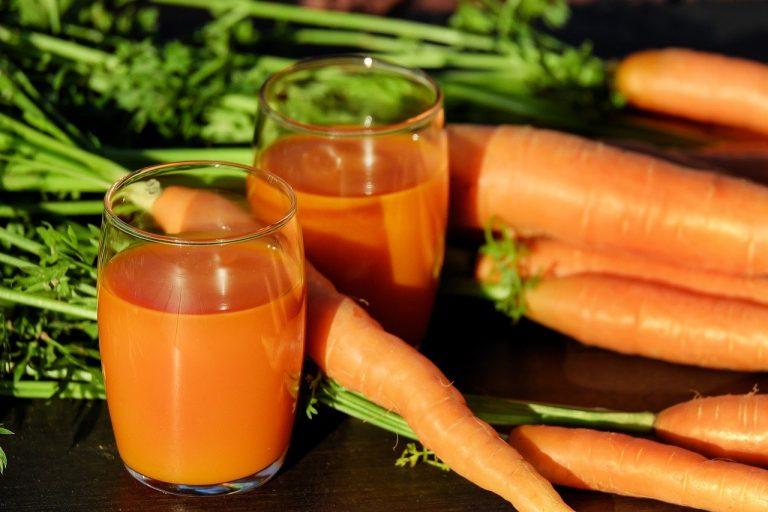 Los jugos de la zanahoria y del tomate son ideales para combatir la diabetes y el colesterol. Además es muy recomendado por los especialistas