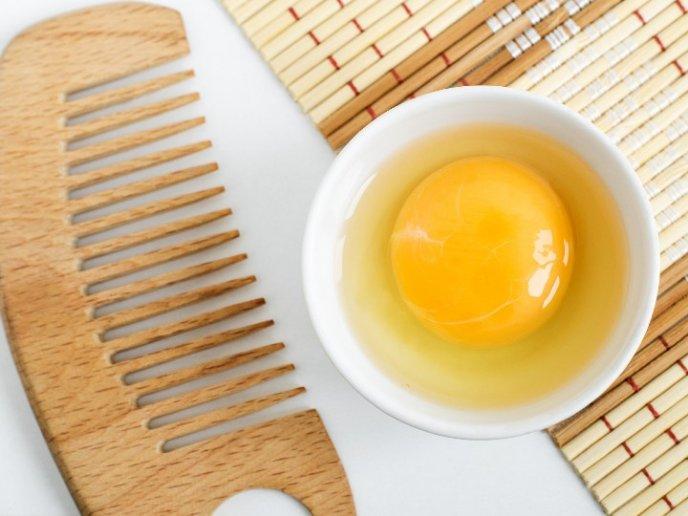 Mascarilla de huevo como- proteinas del cabello