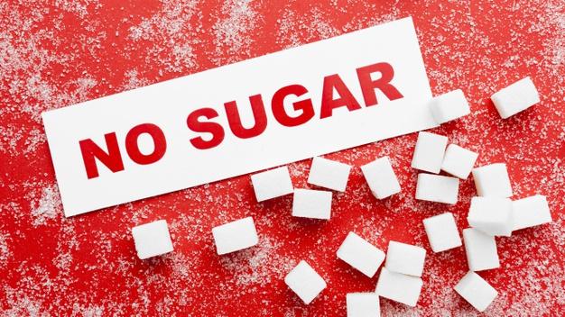 Imagen de cubitos de azucar con letrero de No Sugar