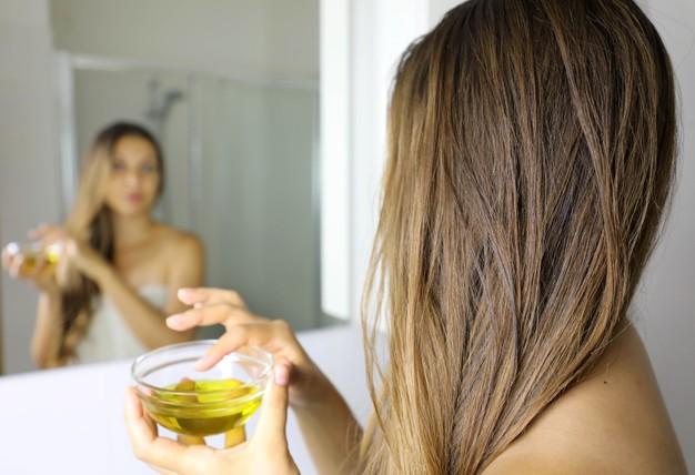 el aceite de oliva favorece la hidratación del cabello