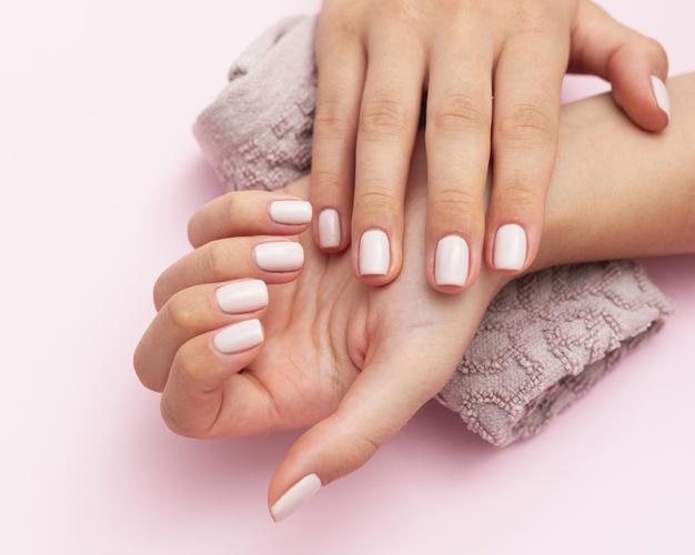 las uñas largas son muy hermosas