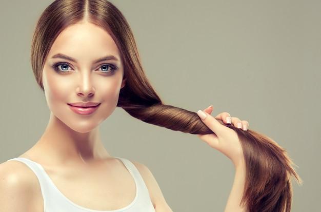 chica con queratina natural en el cabello.