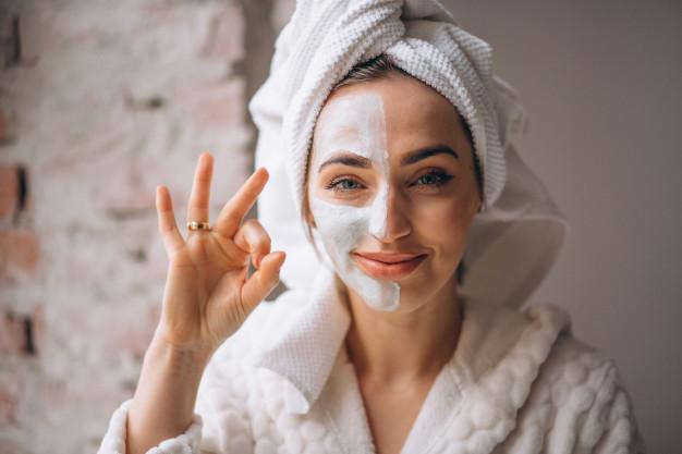 el tratamiento para rejuvenecer la cara con huevo elimina las arrugas y puntos negros