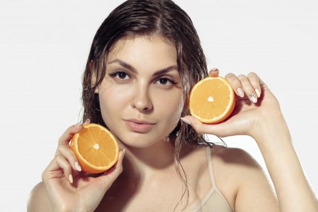 El limón contiene vitaminas y antioxidantes que nutren con intensidad el cabello, te enseñamos como puedes hacer crecer tu cabello con nuestros tips
