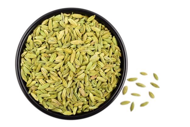 plato de semillas de hinojo