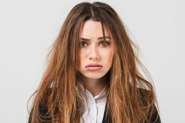 El aguacate en el cabello elimina el frizz