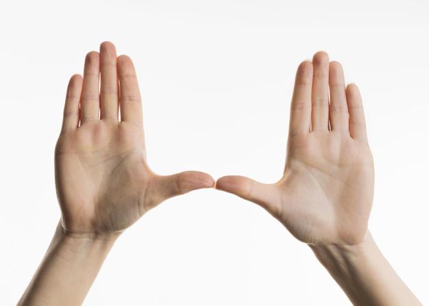 manos para hacer test de personalidad según el dedo meñique
