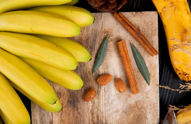 beneficio del té de plátano y canela