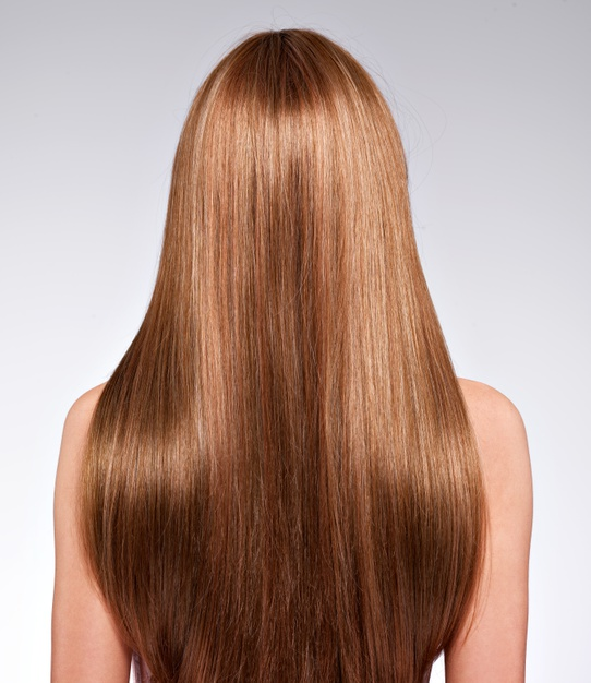 chica con cabello largo y lacio